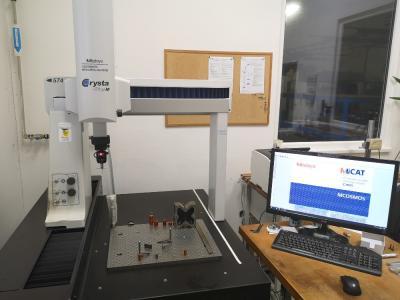 Ruční 3D souřadnicový měřící stroj Mitutoyo CRYSTA - PLUS M 574